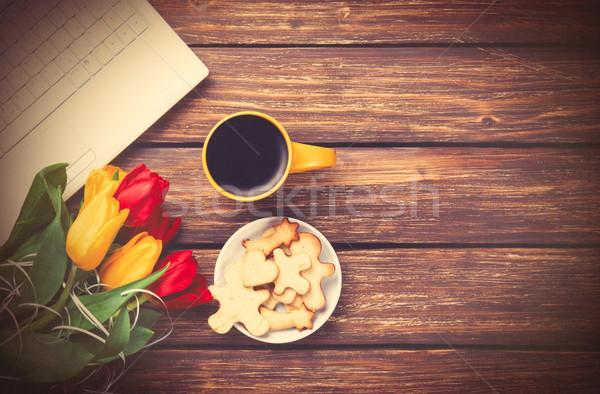 Beker koffie cookies notebook tulpen houten Stockfoto © Massonforstock