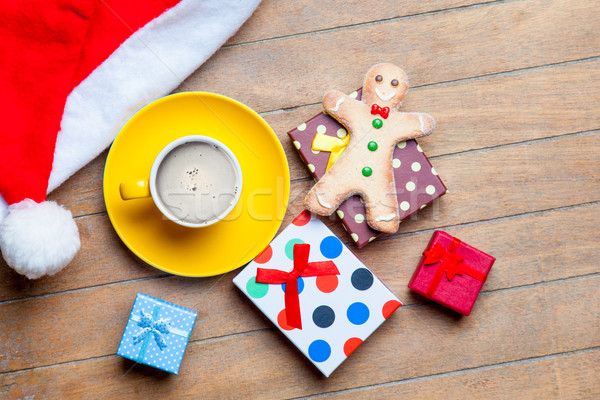 Copo café presentes gingerbread man papai noel seis Foto stock © Massonforstock