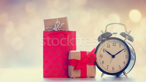 Serin alışveriş çantası siyah çalar saat güzel hediyeler Stok fotoğraf © Massonforstock
