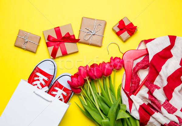 Haufen rot Tulpen cool Einkaufstasche gestreift Stock foto © Massonforstock