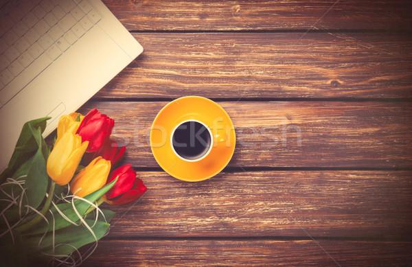 Beker koffie tulpen notebook houten bloemen Stockfoto © Massonforstock