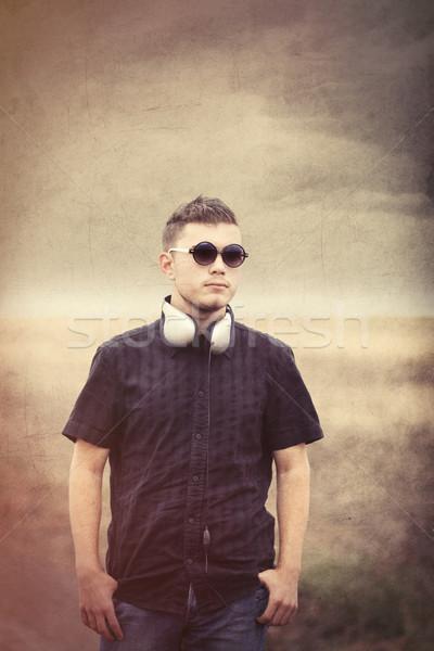 Fiatalember napszemüveg fülhallgató vidék szabadtér fotó Stock fotó © Massonforstock