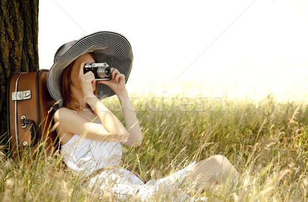 Stockfoto: Meisje · vergadering · boom · gras