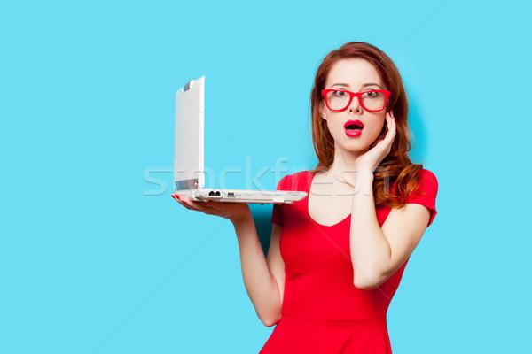 Foto belo mulher jovem laptop maravilhoso Foto stock © Massonforstock
