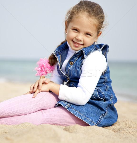 Portret cute jong meisje strand glimlach gelukkig Stockfoto © Massonforstock