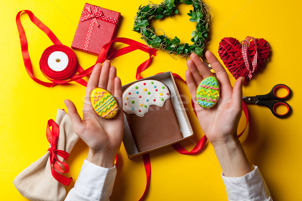 Stock fotó: Női · kezek · tart · húsvét · süti · mézeskalács
