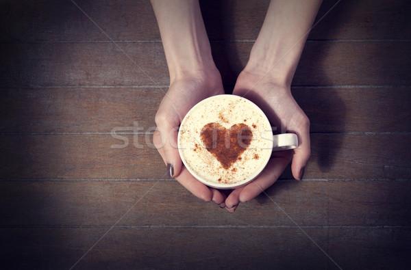 Vrouw hot beker koffie hartvorm Stockfoto © Massonforstock