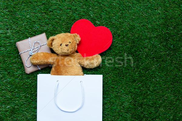 Alışveriş çantası oyuncak oyuncak ayı hediye beyaz kalp Stok fotoğraf © Massonforstock