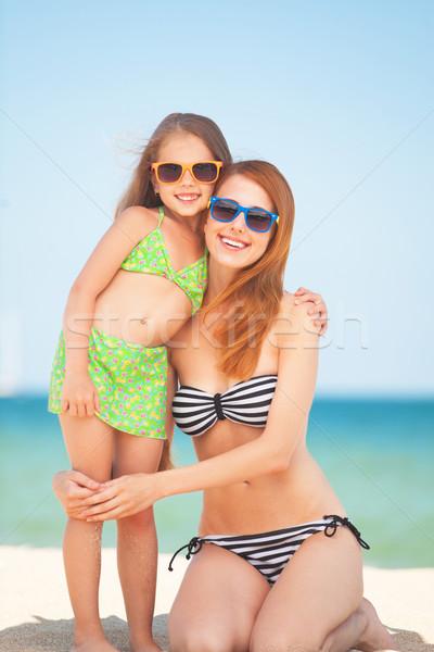 Güzel anne küçük kız tropikal plaj su Stok fotoğraf © Massonforstock