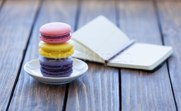 Macarons küçük defter ahşap masa bahar düğün Stok fotoğraf © Massonforstock
