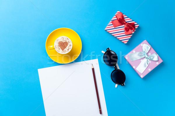 Stok fotoğraf: Kâğıt · fincan · gözlük · hediyeler · tablo · levha