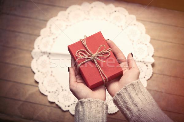 Handen geschenk mooie vrouw cute prachtig Stockfoto © Massonforstock