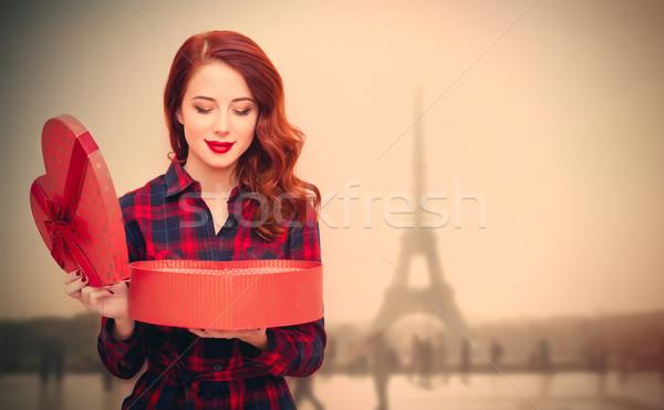 Belo mulher jovem abertura dom maravilhoso Torre Eiffel Foto stock © Massonforstock
