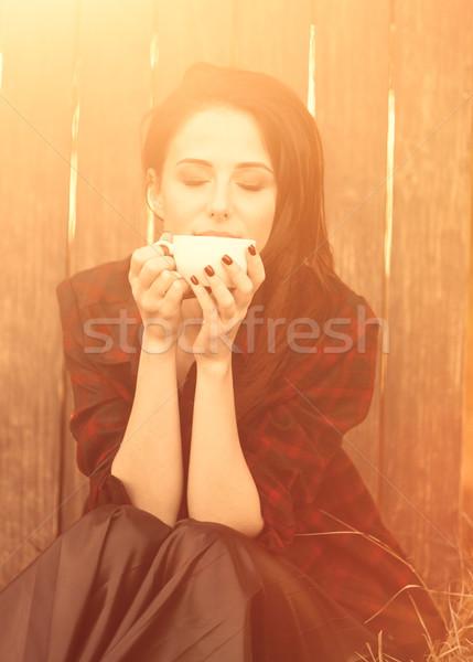 Vrouw beker thee koffie houten najaar Stockfoto © Massonforstock