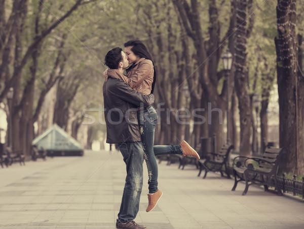 Casal beco cidade beijando amor urbano Foto stock © Massonforstock