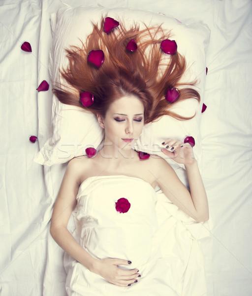 Mooie meisje bed steeg Stockfoto © Massonforstock