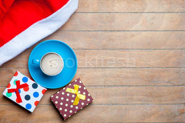 Csésze kávé ajándékok mikulás kalap csodálatos Stock fotó © Massonforstock