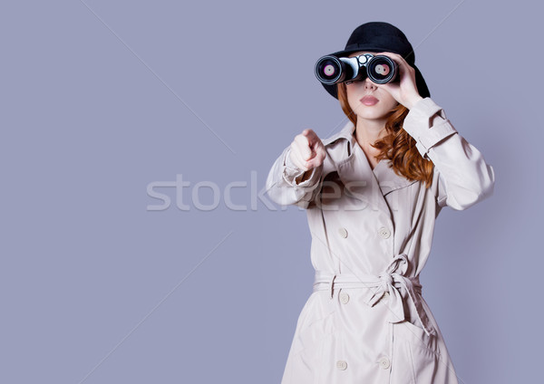Foto belo mulher jovem olhando binóculo maravilhoso Foto stock © Massonforstock