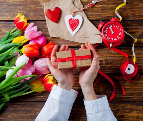 Stock fotó: Fehér · kaukázusi · női · kezek · csomagolás · ajándék