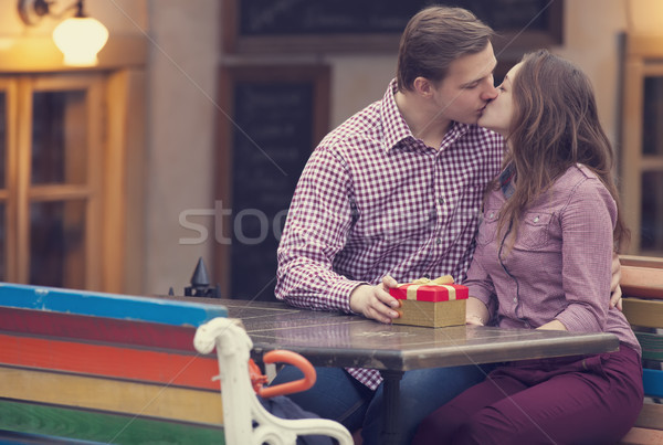 Junger Mann Mädchen Kaffeehaus Liebe Mann Stadt Stock foto © Massonforstock