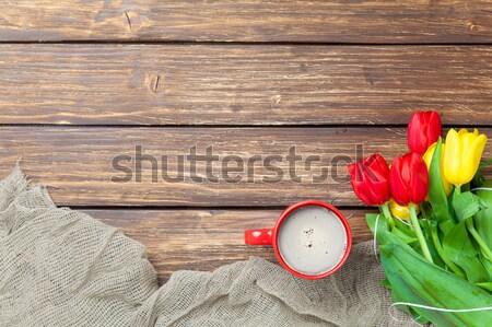 Köteg tulipánok sál csésze kávé csodálatos Stock fotó © Massonforstock