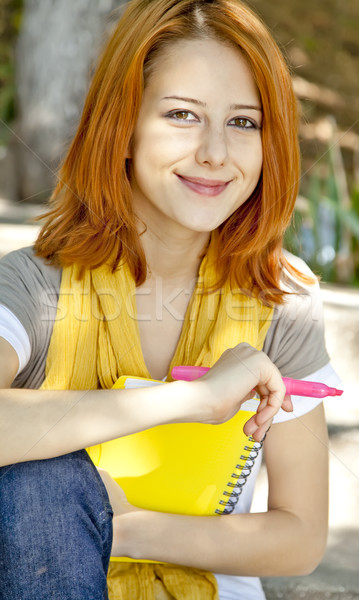 Student meisje notebook vergadering outdoor glimlach Stockfoto © Massonforstock