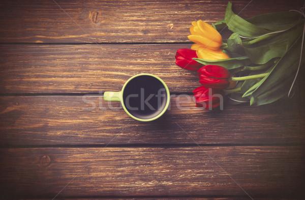 Beker koffie tulpen houten tafel foto oude Stockfoto © Massonforstock