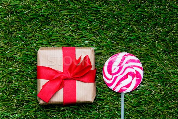Caja de regalo pirulí dulces hierba verde poi Foto stock © Massonforstock