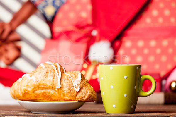 Foto saboroso croissant copo café maravilhoso Foto stock © Massonforstock