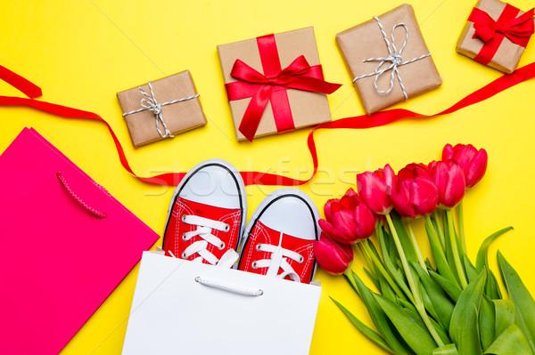 Stock fotó: Köteg · piros · tulipánok · hideg · bevásárlótáskák · szalag