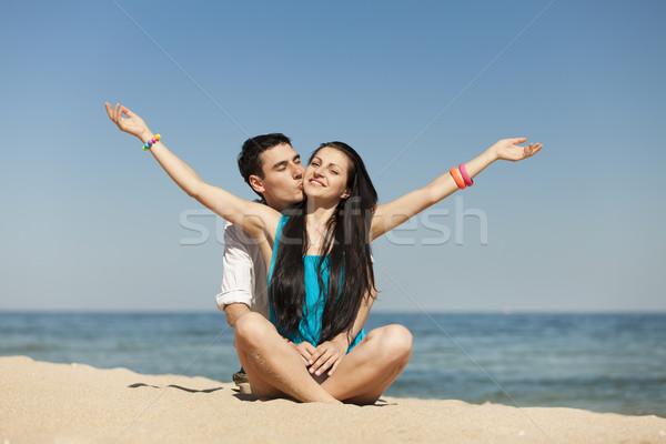 Zdjęcia stock: Piękna · para · plaży · dziewczyna · szczęśliwy · morza