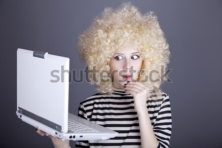 Porträt funny Mädchen Perücke Laptop Stock foto © Massonforstock