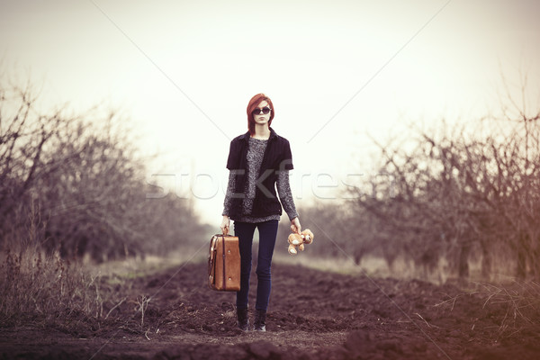 Foto stock: Mujer · osito · de · peluche · bolsa · pequeño · juguete