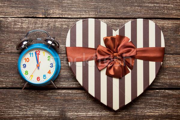 Fotó aranyos ajándék ébresztőóra csodálatos hegyorom Stock fotó © Massonforstock