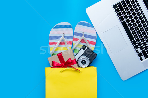 Colorido sandálias câmera dom bolsa de compras legal Foto stock © Massonforstock