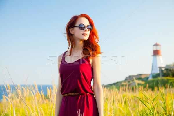 Gyönyörű fiatal nő áll csodálatos tenger világítótorony Stock fotó © Massonforstock