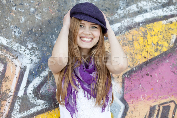 Style adolescente graffitis mur fille ville Photo stock © Massonforstock