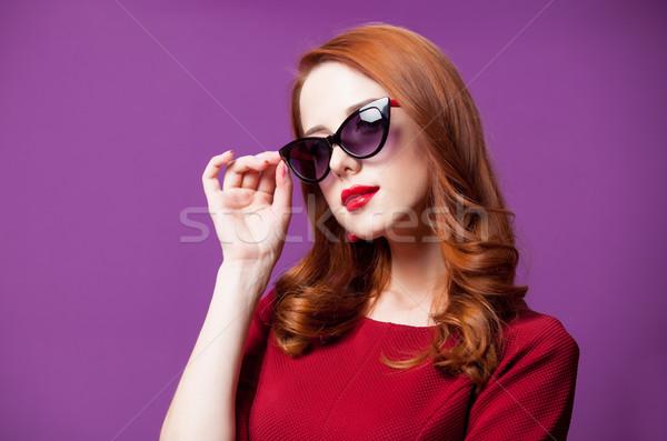 Foto belo mulher jovem em pé maravilhoso roxo Foto stock © Massonforstock