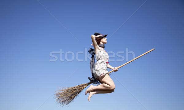 ストックフォト: 小さな · 魔女 · ほうき · 飛行 · 空 · 少女