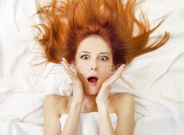 Verwonderd meisje bed vrouw liefde Stockfoto © Massonforstock