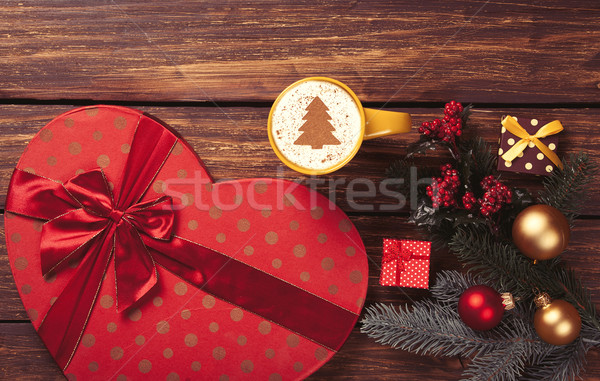 Cappuccino cadeaux tasse arbre de noël forme arbre de pin Photo stock © Massonforstock