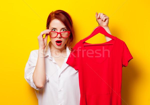 Photo belle jeune femme shirt cintre Photo stock © Massonforstock