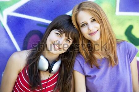 Barna hajú lány előadás ok város boldog Stock fotó © Massonforstock