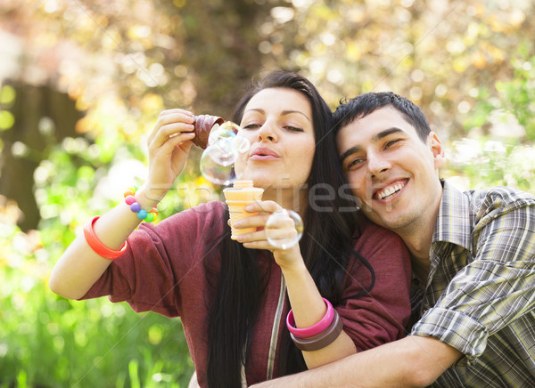 Paar ontspannen park bubble blazer voorjaar Stockfoto © Massonforstock