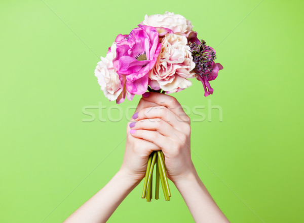 Foto femenino manos flores Foto stock © Massonforstock