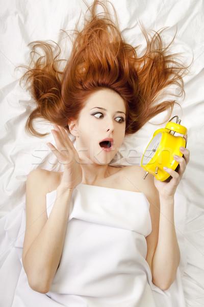 Foto stock: Menina · cama · mulher · amor · feliz · relógio