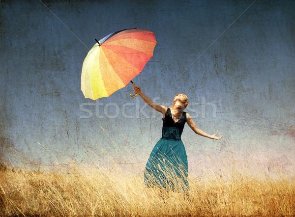 Stock fotó: Vörös · hajú · nő · lány · esernyő · szeles · fű · legelő