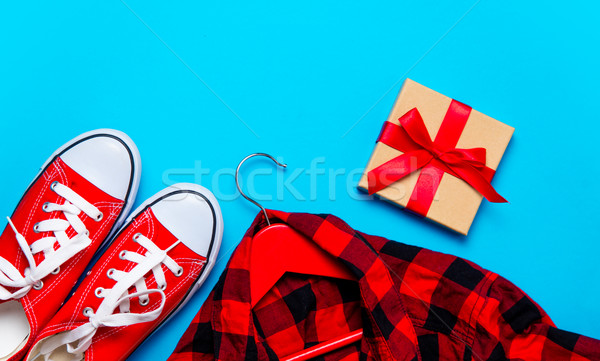 Duży czerwony shirt wieszak piękna dar Zdjęcia stock © Massonforstock