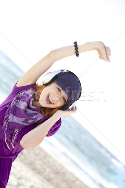 Foto d'archivio: Ritratto · ragazza · cuffie · spiaggia · cap · donna