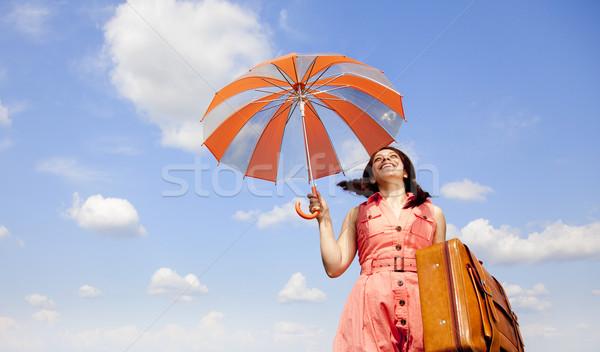 Stock fotó: Barna · hajú · esernyő · bőrönd · felhők · divat · természet